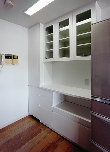 框ガラス扉 トール付き食器棚【s086】