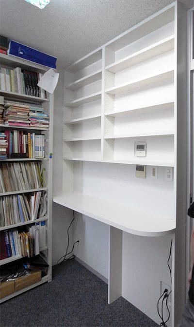 カウンター付き壁面本棚【b010】