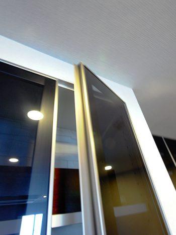 【tk032】アルミフレームガラス扉交換